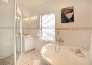African_Oceans_Villa_Mossel_Bay_Accommodation_Suite_8_bathroom