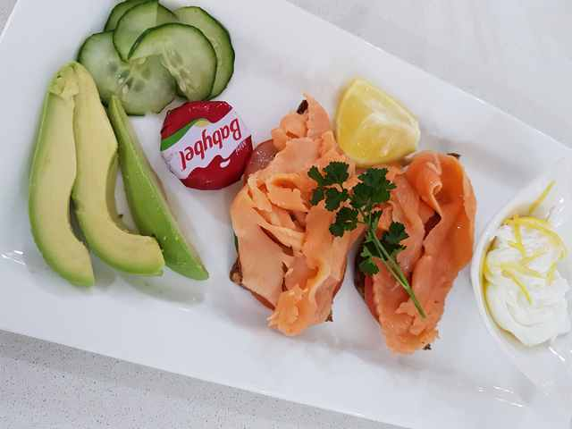 continental-plate-with-salmon