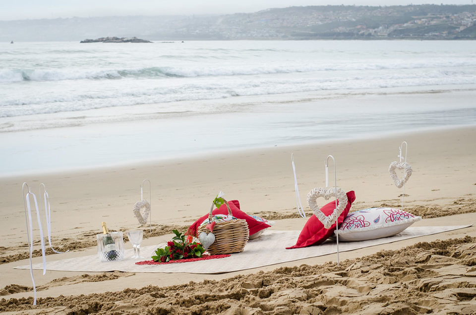 Experience A African Oceans Moment And Have Picnic On The Beach